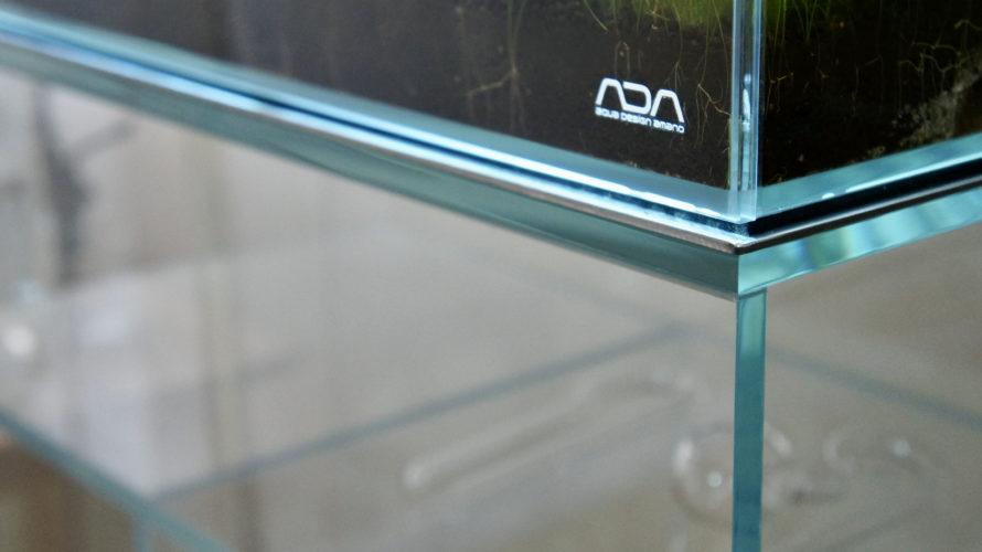 遊び心満載のガラス製水槽台! ADA キューブキャビネット・クリア